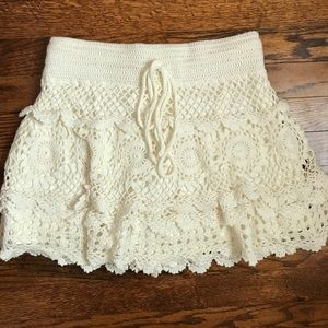 Forever 21 cream lace ruffled skirt - size s